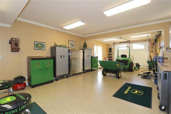 John Deere Workshop Garage