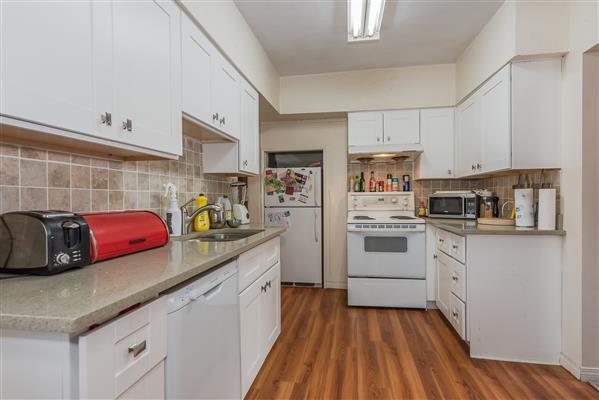 Kitchen/ Main