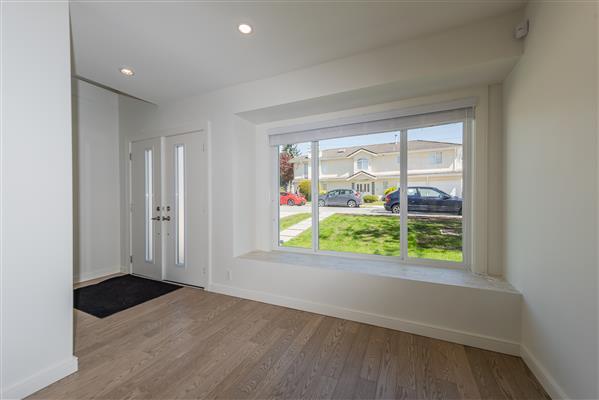 Living Room / Foyer