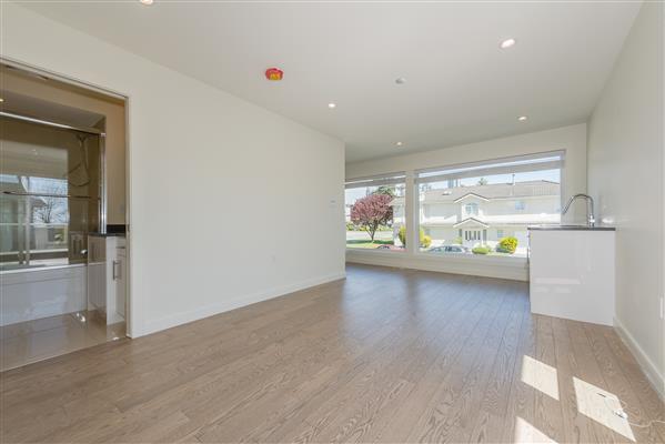 Upper Floor Living Rm