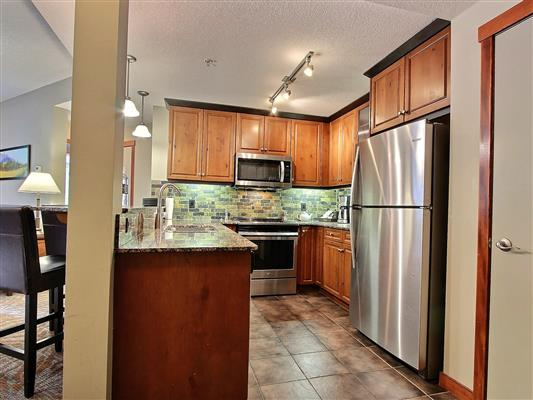 3-121-170-kananaskis-way-canmore-kitchen-1