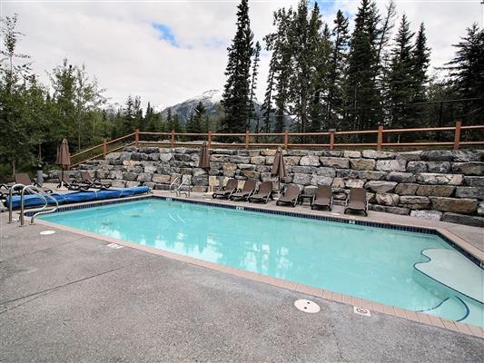 8-121-170-kananaskis-way-canmore-pool