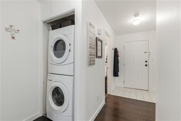 Foyer / Laundry