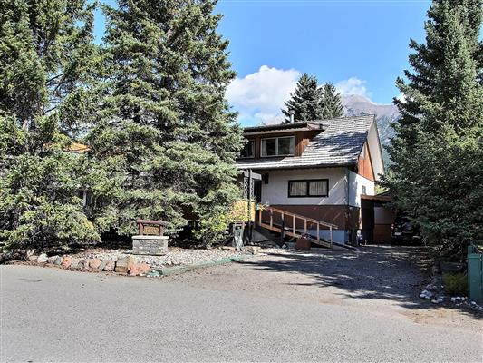 1-1226-2nd-ave-canmore-exterior-front