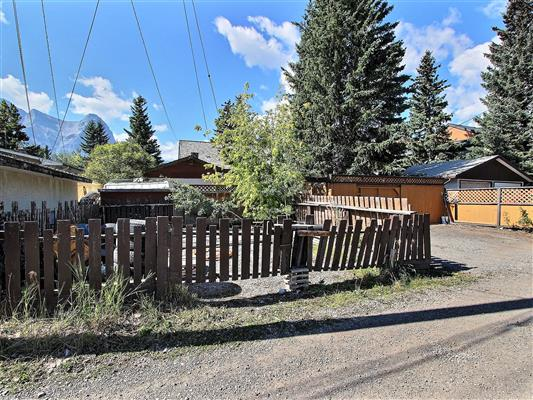 2-1226-2nd-ave-canmore-exterior-back