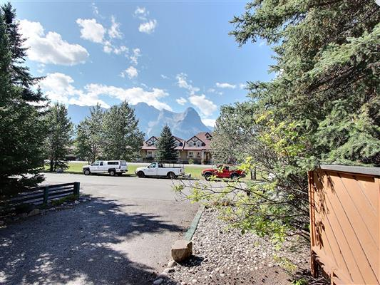 3-1226-2nd-ave-canmore-view-front