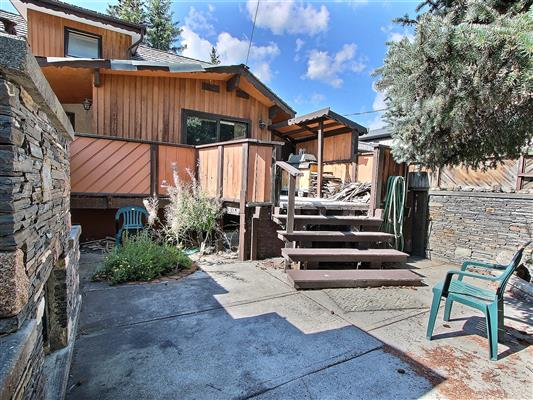5-1226-2nd-ave-canmore-back-deck