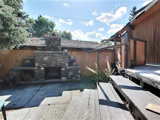 6-1226-2nd-ave-canmore-back-yard