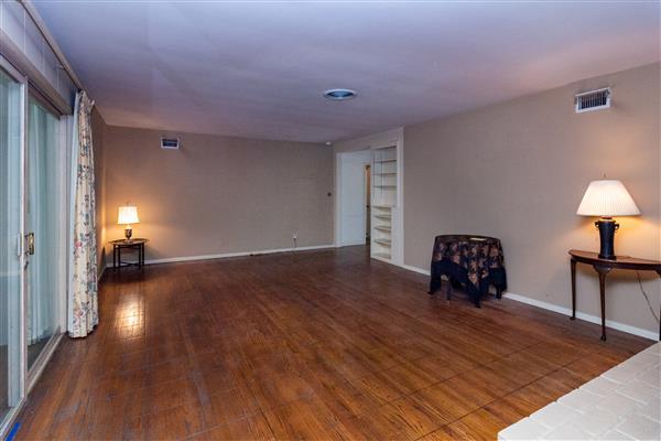 Livingroom 002