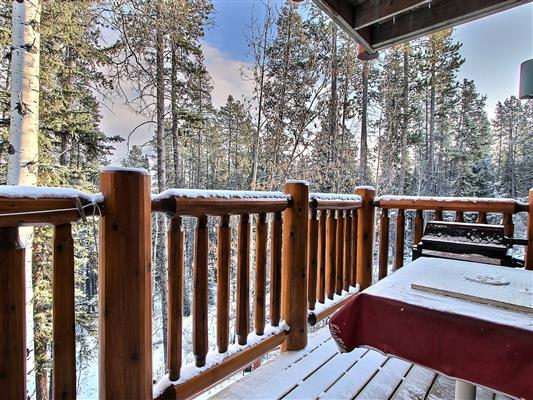 4-13-1022-rundleview-drive-canmore-main-deck-
