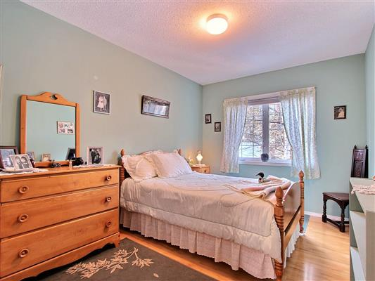 6-13-1022-rundleview-drive-canmore-bedroom-3