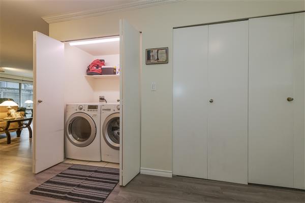 Foyer / Laundry Area