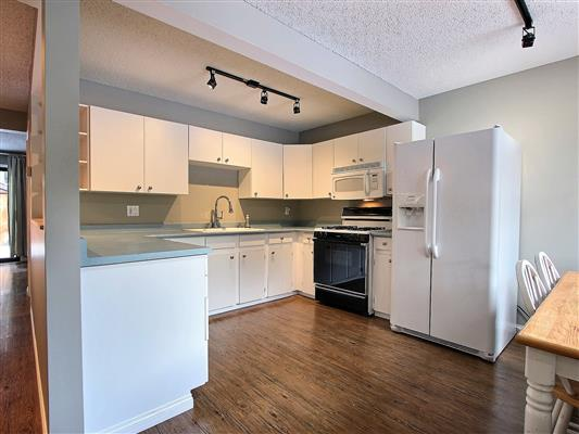 2-515-cougar-street-banff-kitchen-1