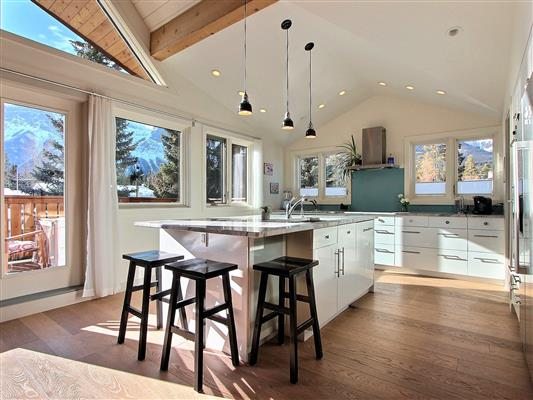 2-1025-15th-street-canmore-kitchen-1