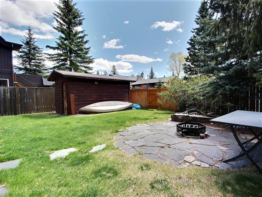 5-1025-15th-street-canmore-deck-view-1