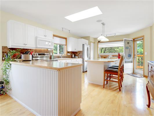 4-334-Canyon-Close-kitchen-1