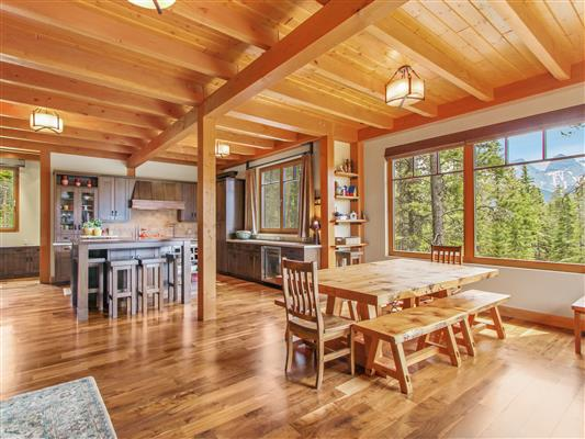 3-865-Silvertip-Heights-Canmore-dining-kitche