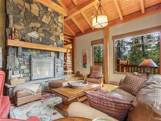 7-865-Silvertip-Heights-Canmore-living-2