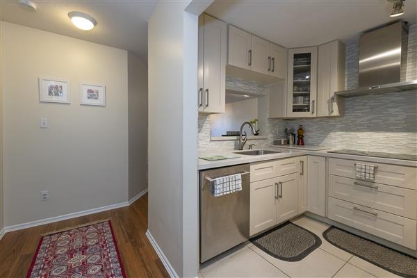 Hallway / Kitchen