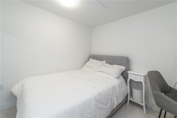 Bedroom / Den