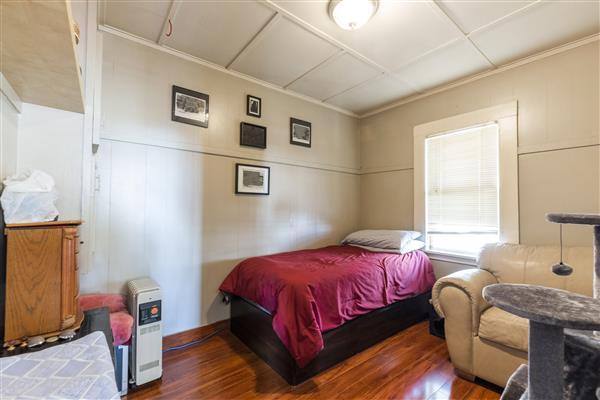 Bedroom 202 Boileau