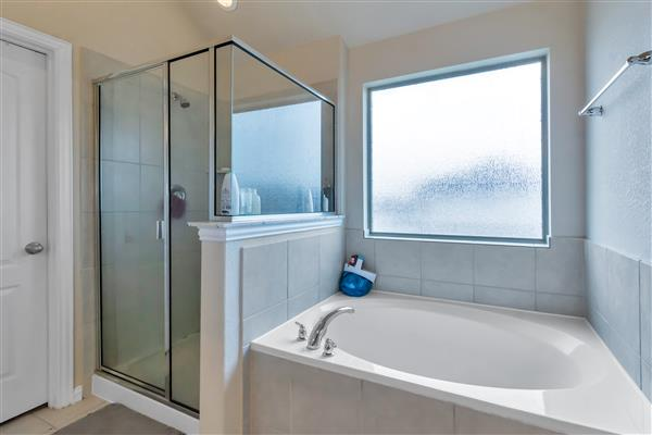 Master Tub-Shower