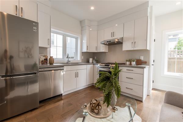 Foyer /Kitchen / Living