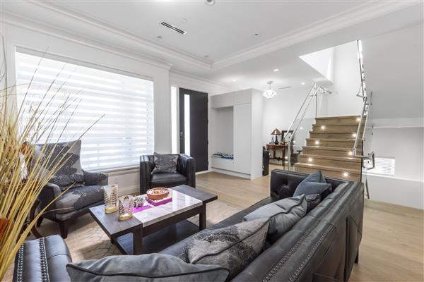 Foyer / Living Room/Study