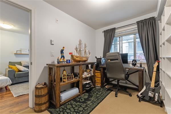 Den / Bedroom