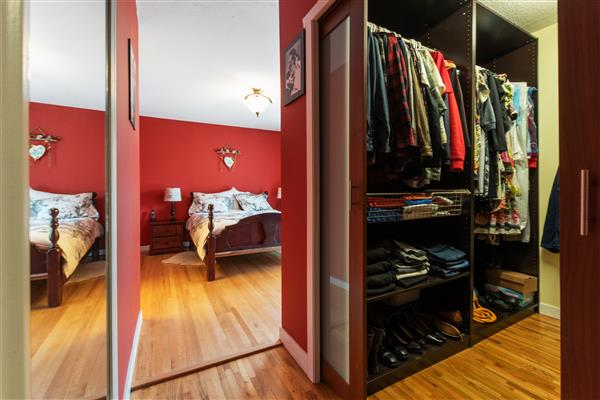Master Bedroom / Walk In Clos