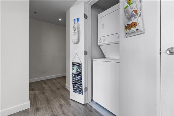 Foyer/Laundry