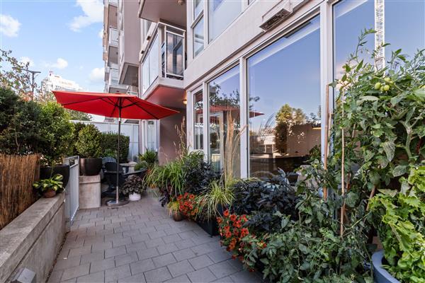 Private Entrance/patio