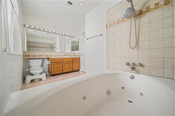 Master Bath/Jacuzzi