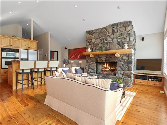 3-2-136-stonecreek-road-canmore-kitchendining