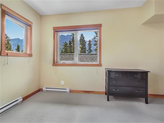 5-423-101-montane-road-canmore-master-view