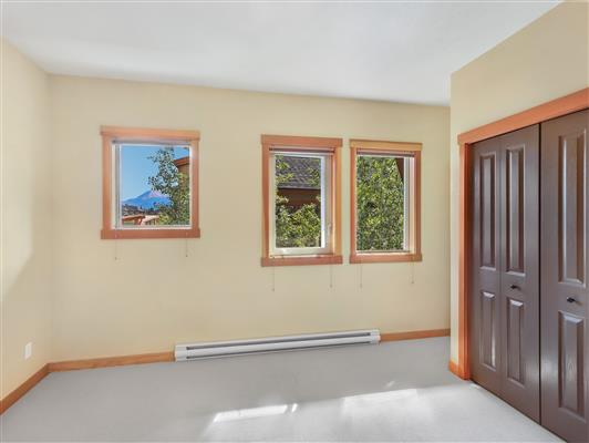 6-423-101-montane-road-canmore-bedroom2-2