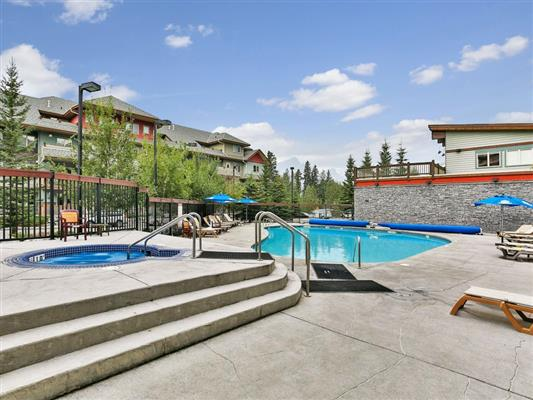 7-423-101-montane-road-canmore-hottub-pool