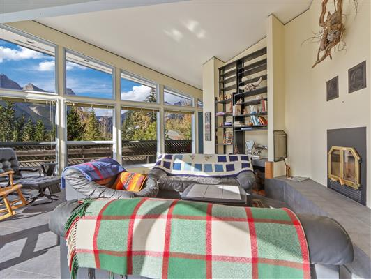 1-253-grizzly-cres-canmore-living-3
