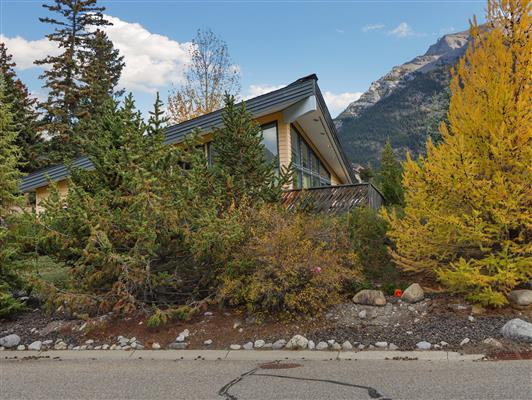 7-253-grizzly-cres-canmore-exterior-5