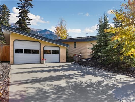 8-253-grizzly-cres-canmore-garage