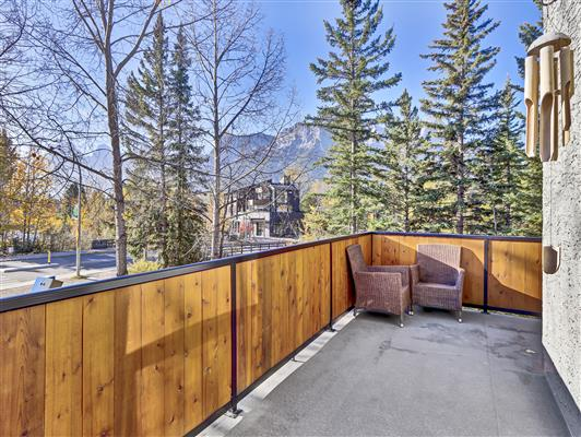 3-37-1119-railway-ave-canmore-deck-1
