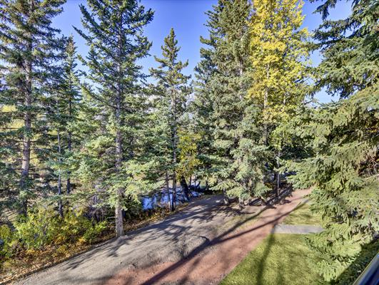 5-37-1119-railway-ave-canmore-deck-2