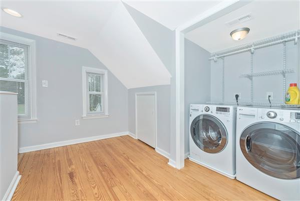 Upper Landing/Laundry
